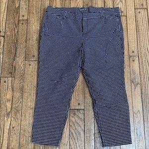 Old Navy Black & White Pattern Pixie Capri Pants